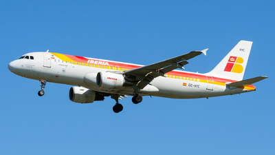 EC-HYC - Airbus A320-214 - Iberia