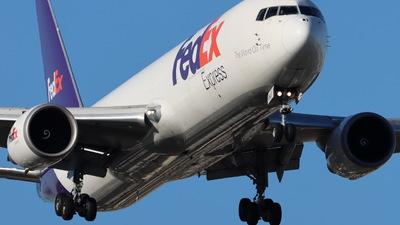 A picture of N106FE - Boeing 7673S2F(ER) - FedEx - © CHA CHA