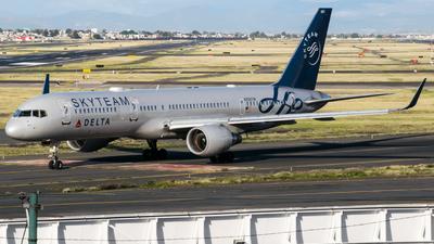 N705TW - Boeing 757-231 - Delta Air Lines