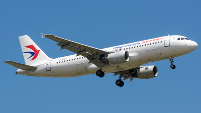 A picture of B6006 - Airbus A320214 - China Eastern Airlines - © BobH