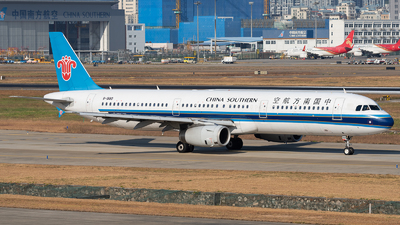 A picture of B1880 - Airbus A321231 - China Southern Airlines - © ZGGG RWY01