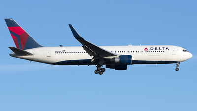 A picture of N184DN - Boeing 767332(ER) - Delta Air Lines - © Mark Szemberski