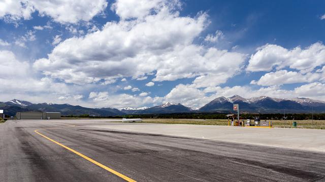 A view from Salida Harriet Alexander Field Airport