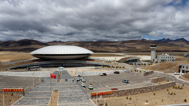 A view from Daocheng Yading Airport