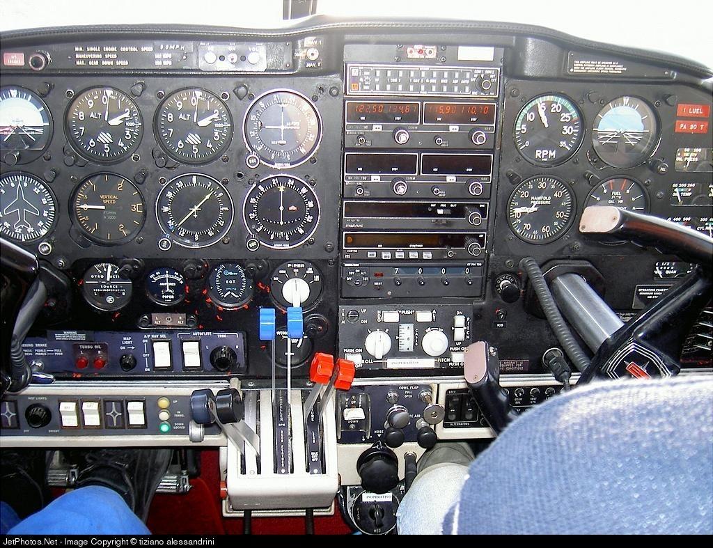 I-LUEL - Piper PA-30T-160 Turbo Twin Comanche C - Private