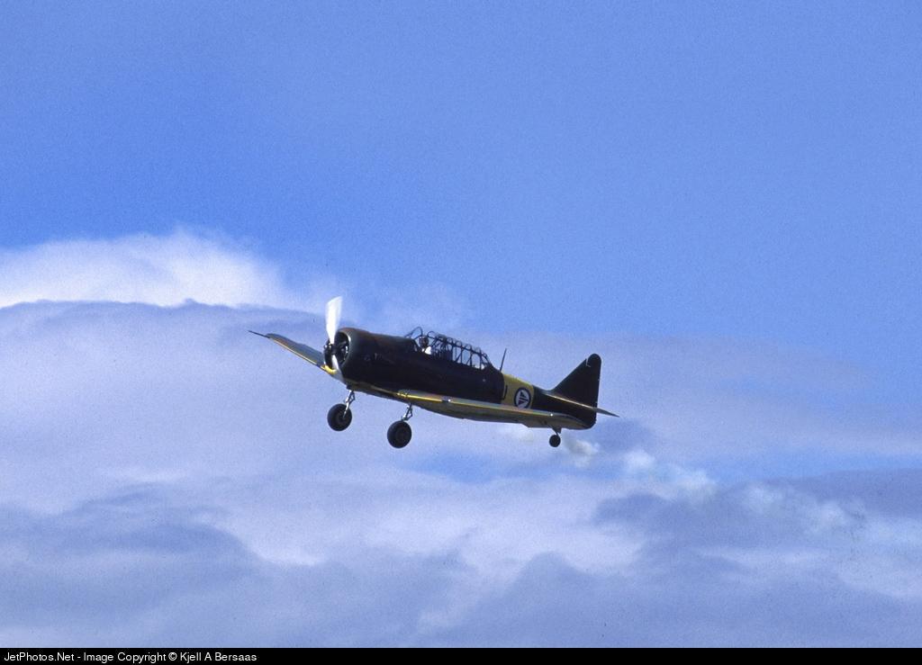 LN-WNH - North American AT-6D Harvard - Private