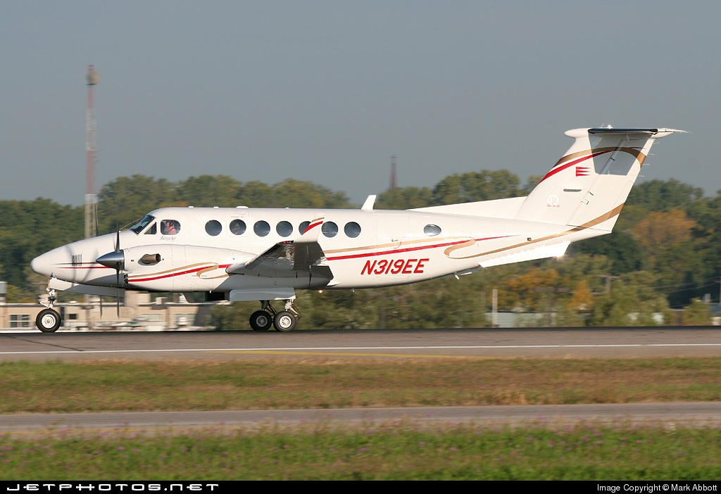 N319EE - Beechcraft B300 King Air - Private