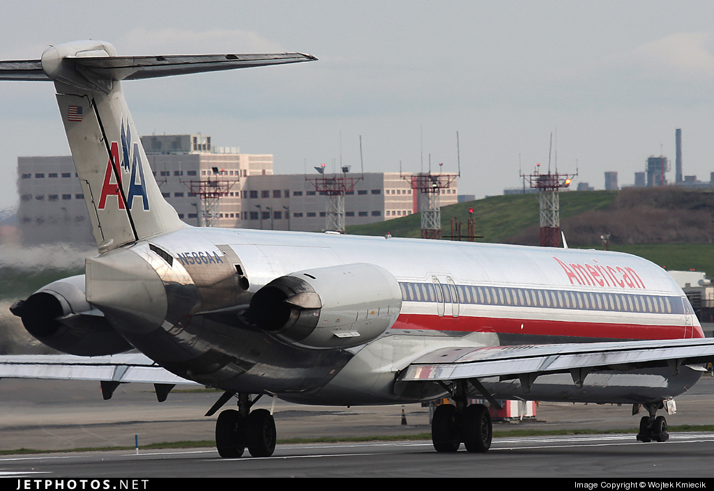 N586AA - McDonnell Douglas MD-82 - American Airlines