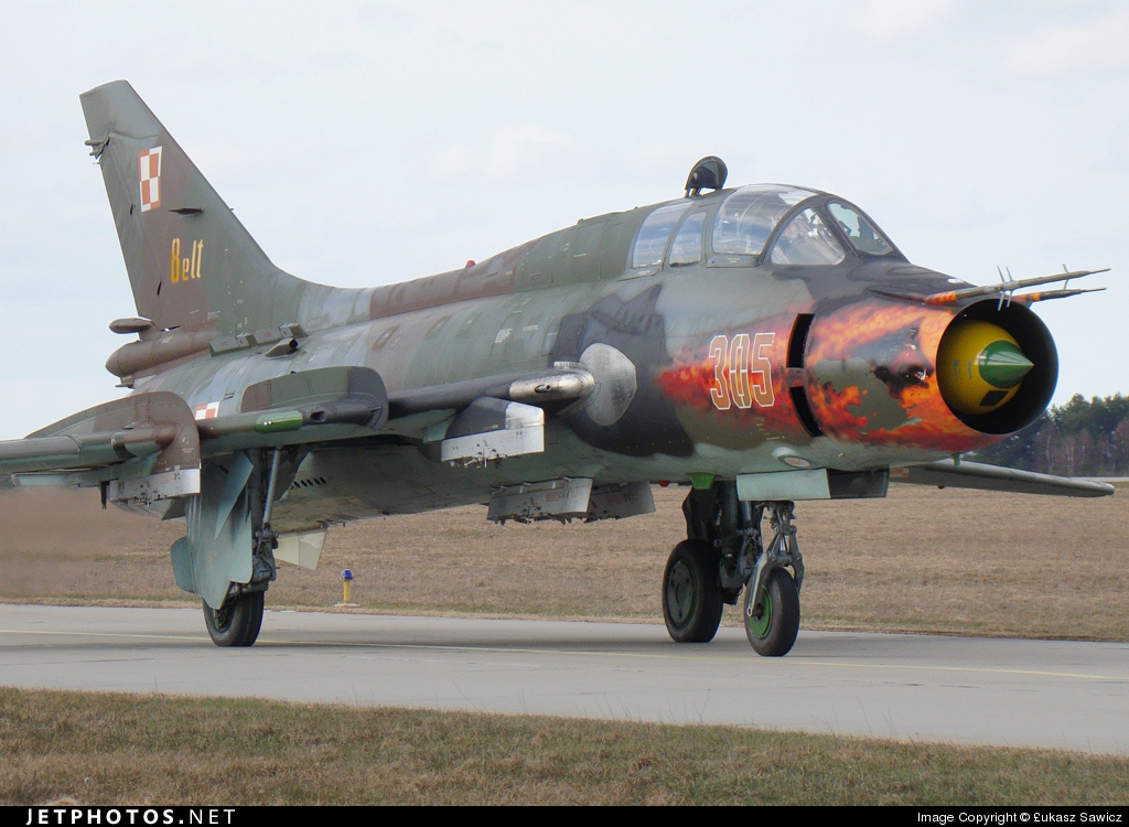 305 - Sukhoi Su-22UM Fitter - Poland - Air Force
