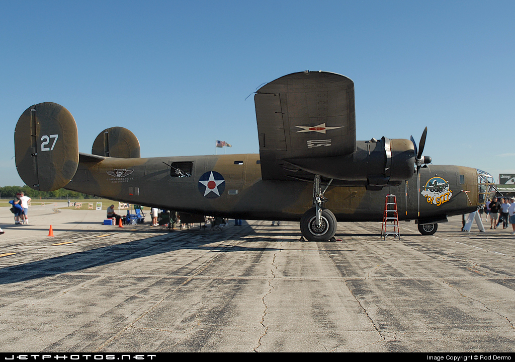 N24927 - Consolidated RLB-30 Liberator - Commemorative Air Force