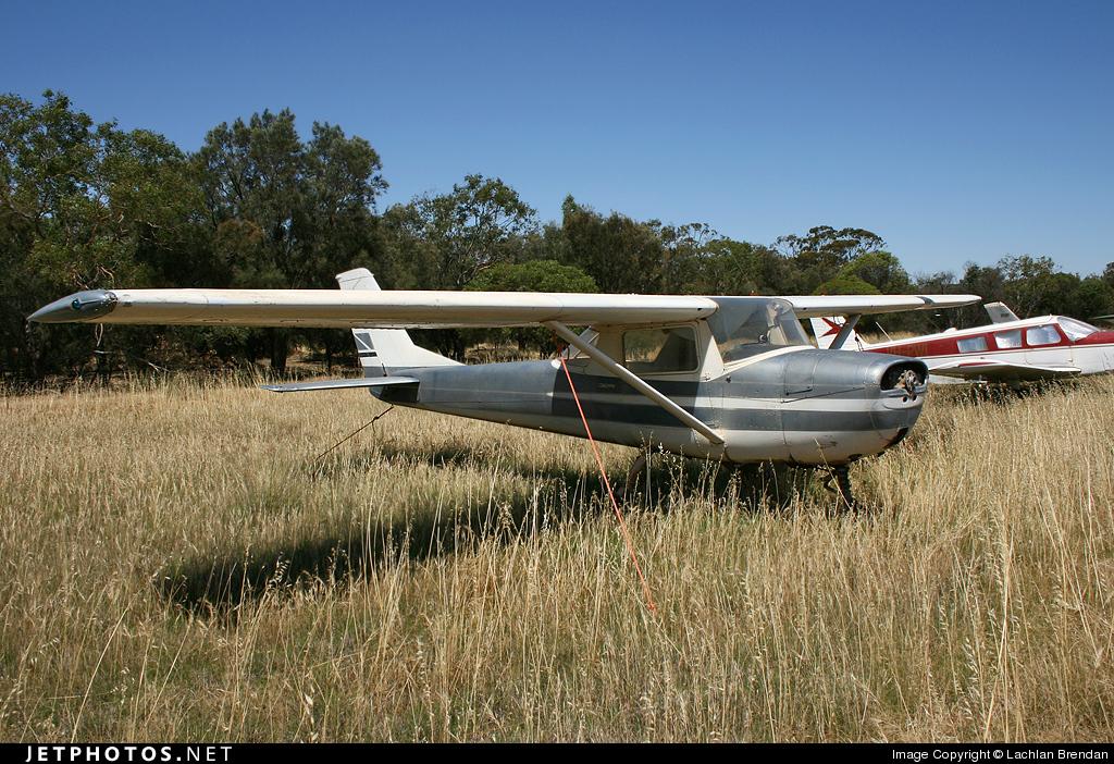 VH-KUS - Cessna 150G - Private