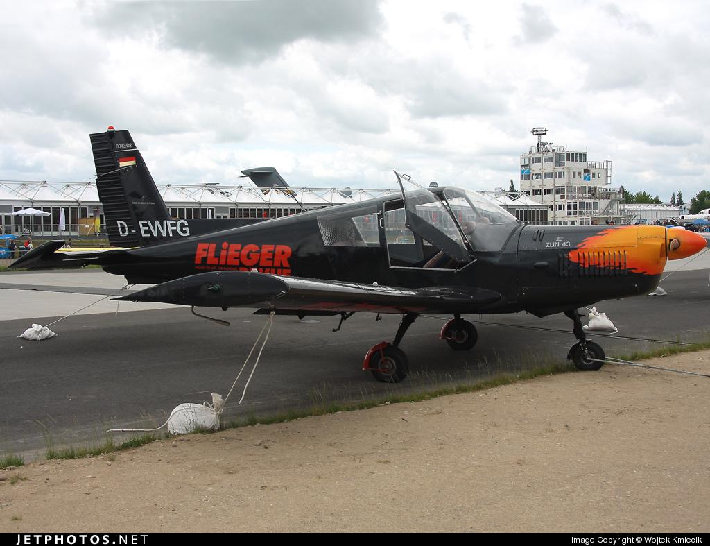 D-EWFG - Zlin Z-43 - Fliegerrevue Airshow Team
