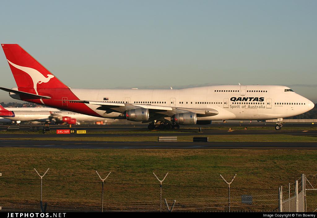 VH-EBV - Boeing 747-338 - Qantas