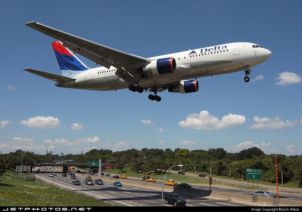 N105DA - Boeing 767-232 - Delta Air Lines