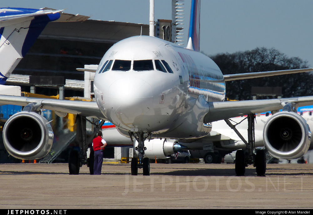 PR-MBM - Airbus A320-233 - TAM Linhas Aéreas