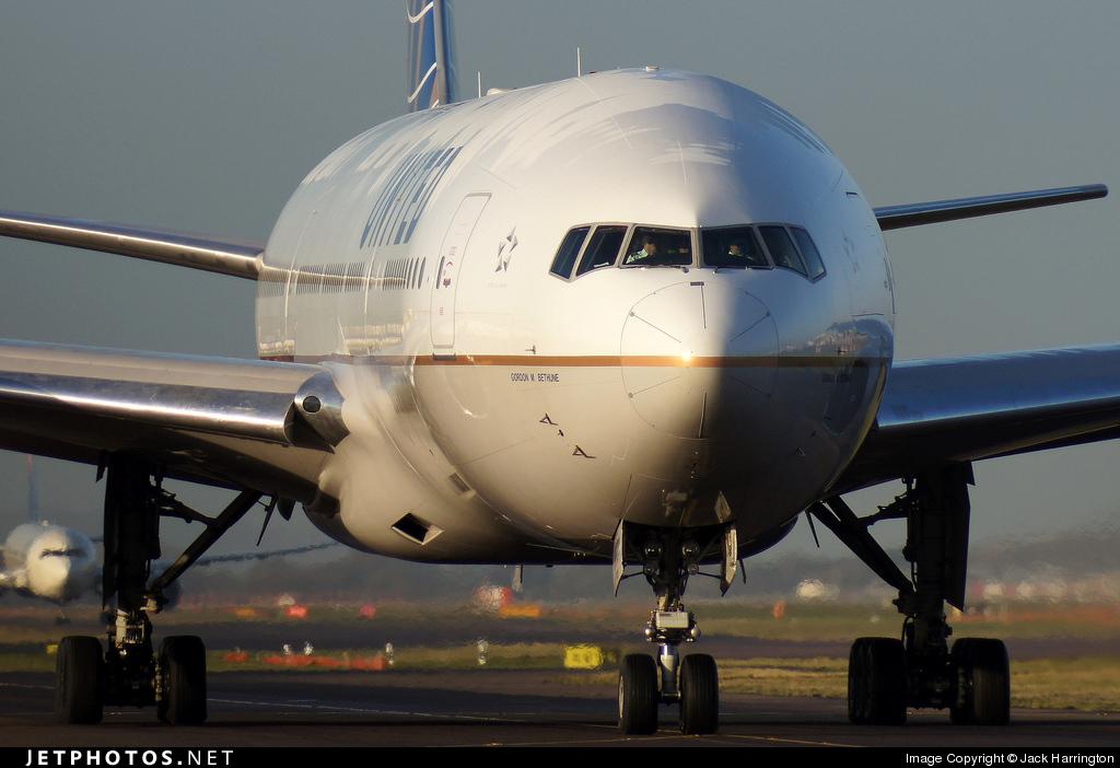 N78001 - Boeing 777-224(ER) - United Airlines