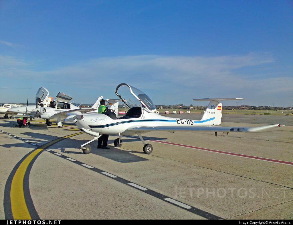 EC-IIS - Diamond DA-20-A1 Katana - Centro de Estudios Superiores de la Aviación (CESDA)