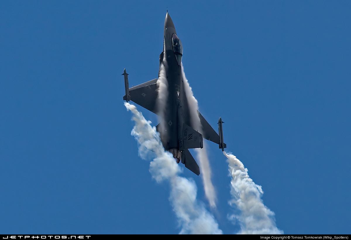88-0413 - General Dynamics F-16CG Fighting Falcon - United States - US Air Force (USAF)
