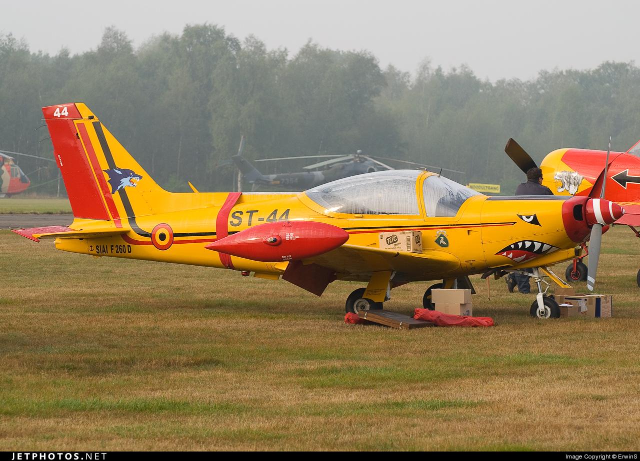 ST-44 - SIAI-Marchetti SF260D - Belgium - Air Force