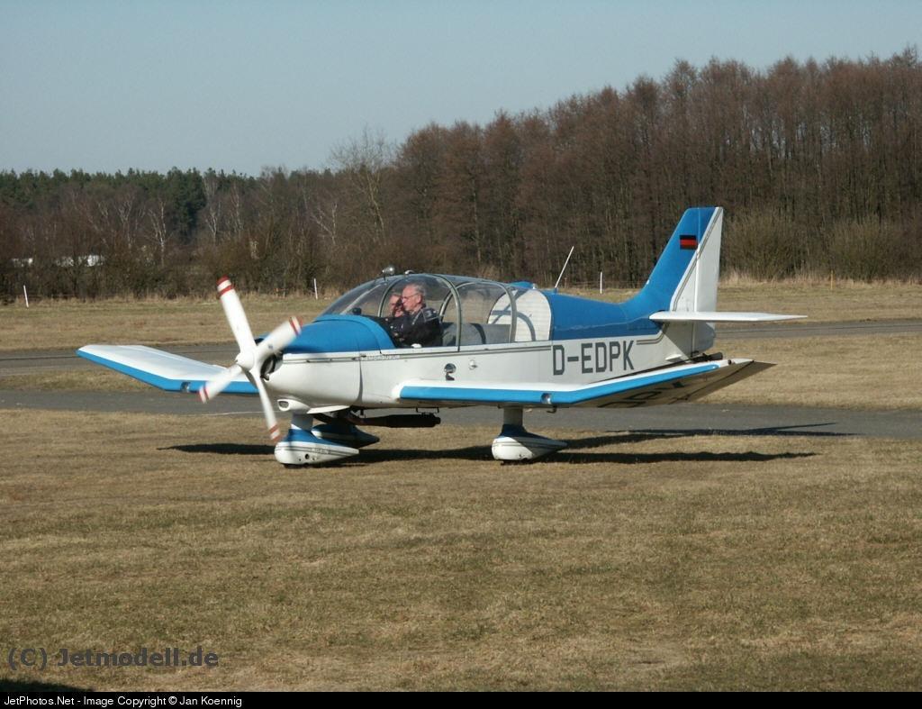D-EDPK - Robin DR400/180R Remorqueur - Private