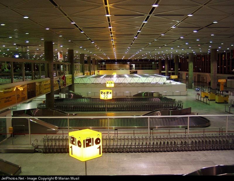 CYMX - Airport - Terminal