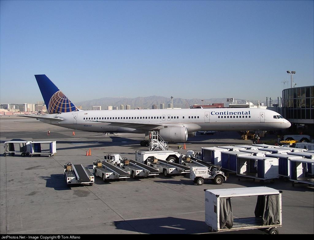 N34137 - Boeing 757-224 - Continental Airlines