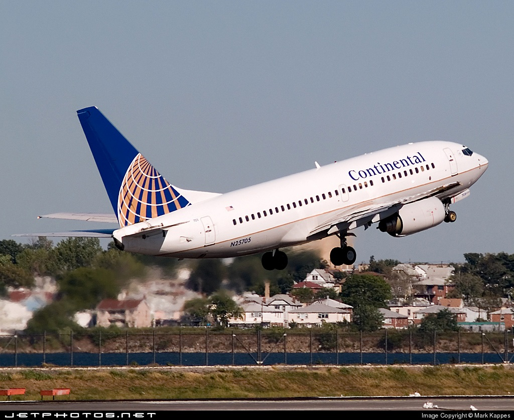 N25705 - Boeing 737-724 - Continental Airlines