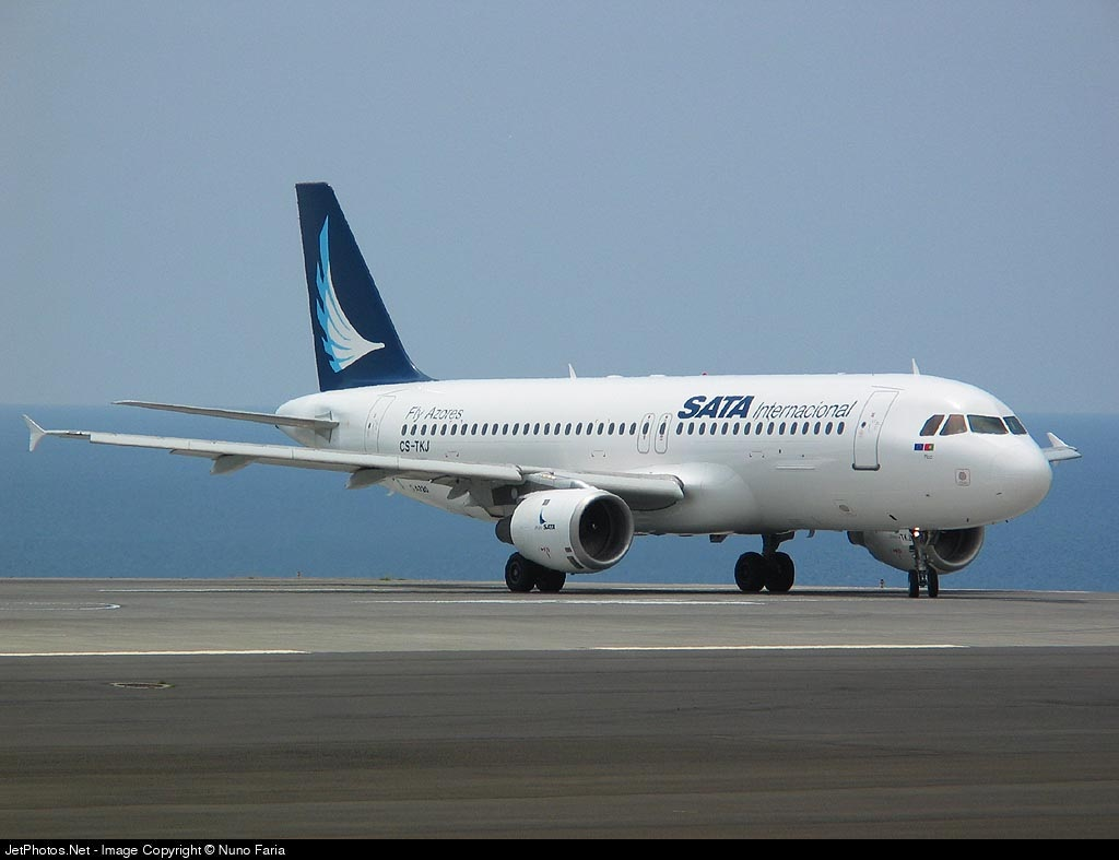 CS-TKJ - Airbus A320-212 - SATA International