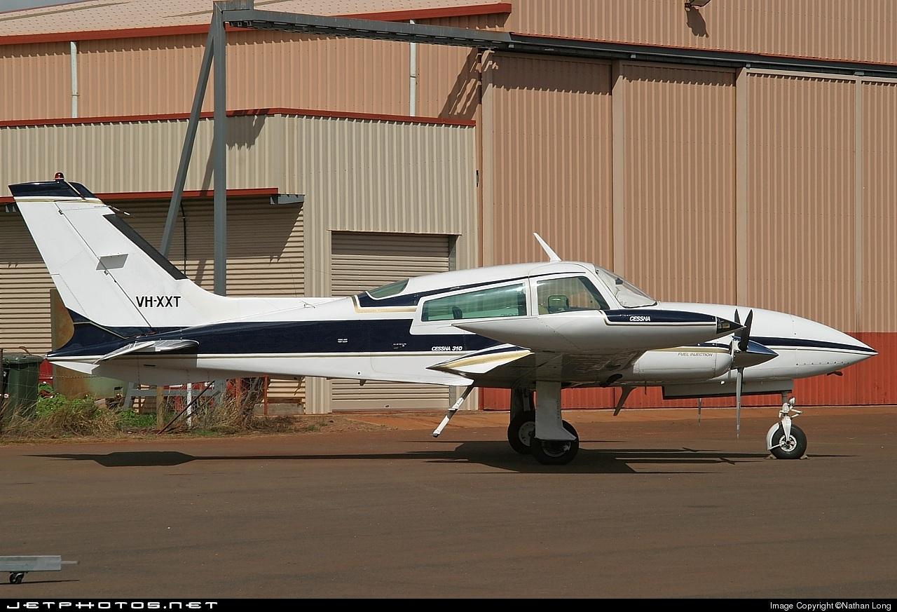 VH-XXT - Cessna 310R - Cairns Airport Hangars