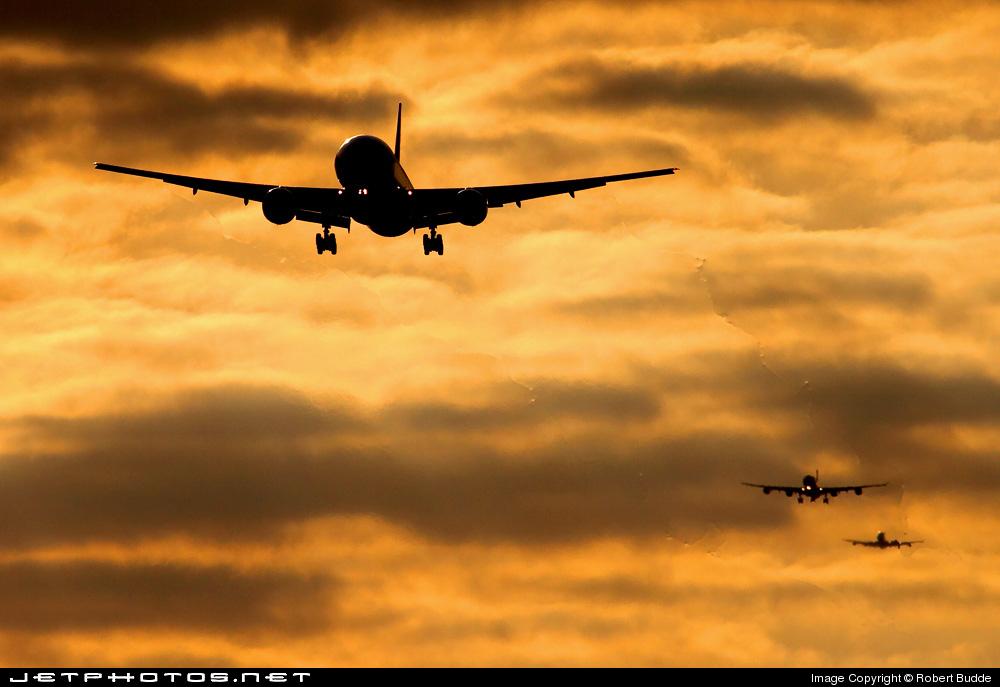 - Boeing 777-31HER - Emirates
