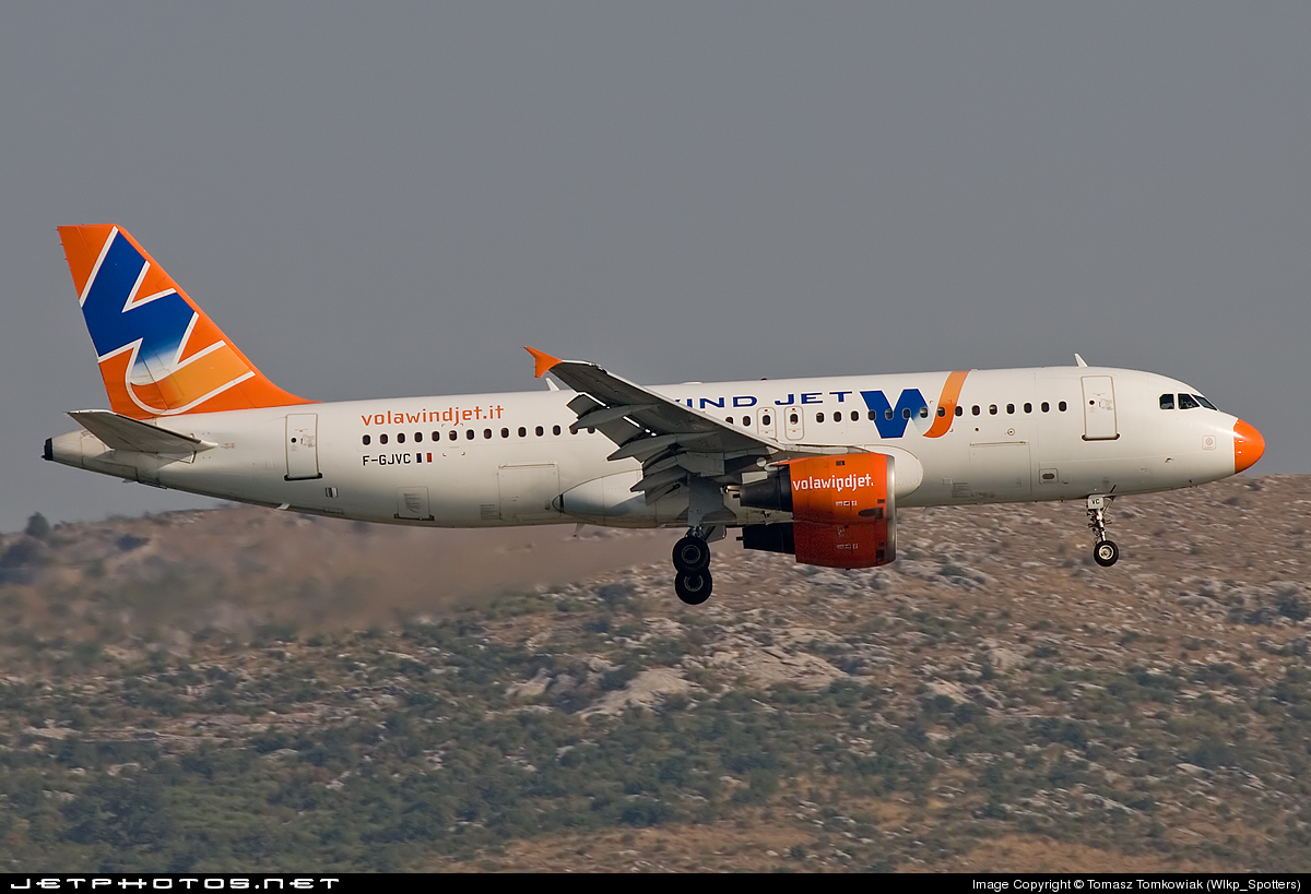 F-GJVC - Airbus A320-211 - Wind Jet
