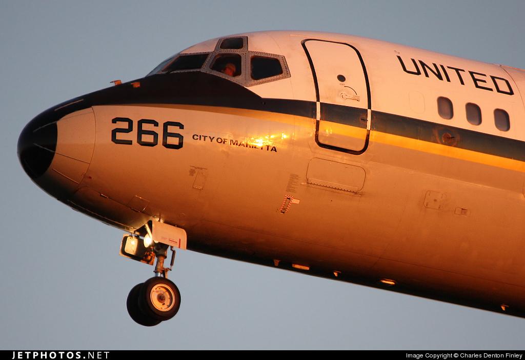 161266 - McDonnell Douglas C-9B Skytrain II - United States - US Navy (USN)