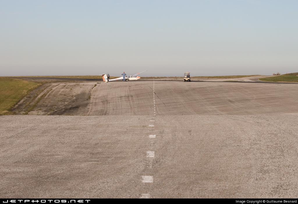 LFMG - Airport - Runway