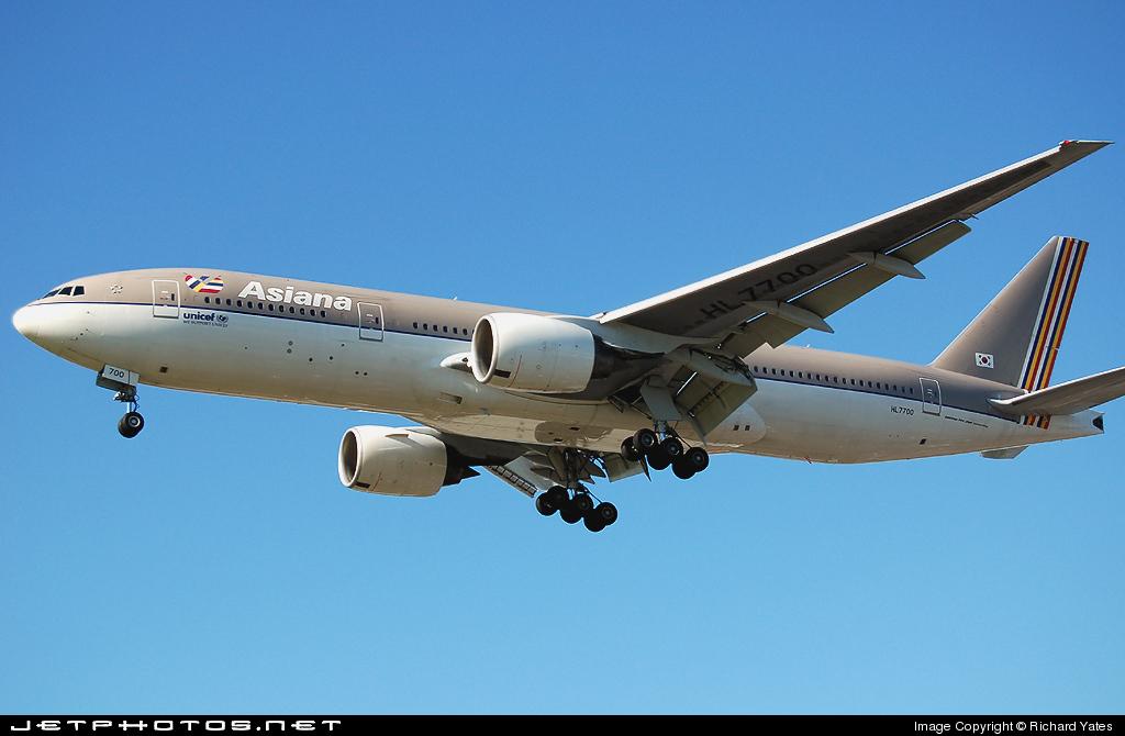 HL7700 - Boeing 777-28E(ER) - Asiana Airlines