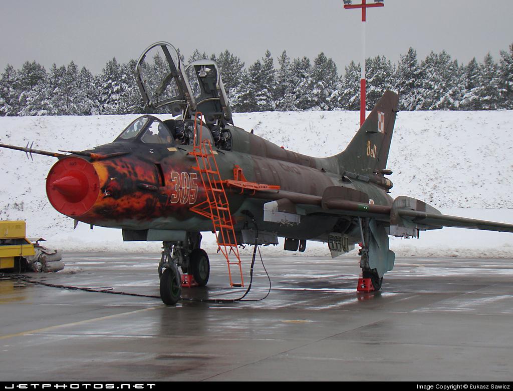 305 - Sukhoi Su-22UM3K Fitter - Poland - Air Force
