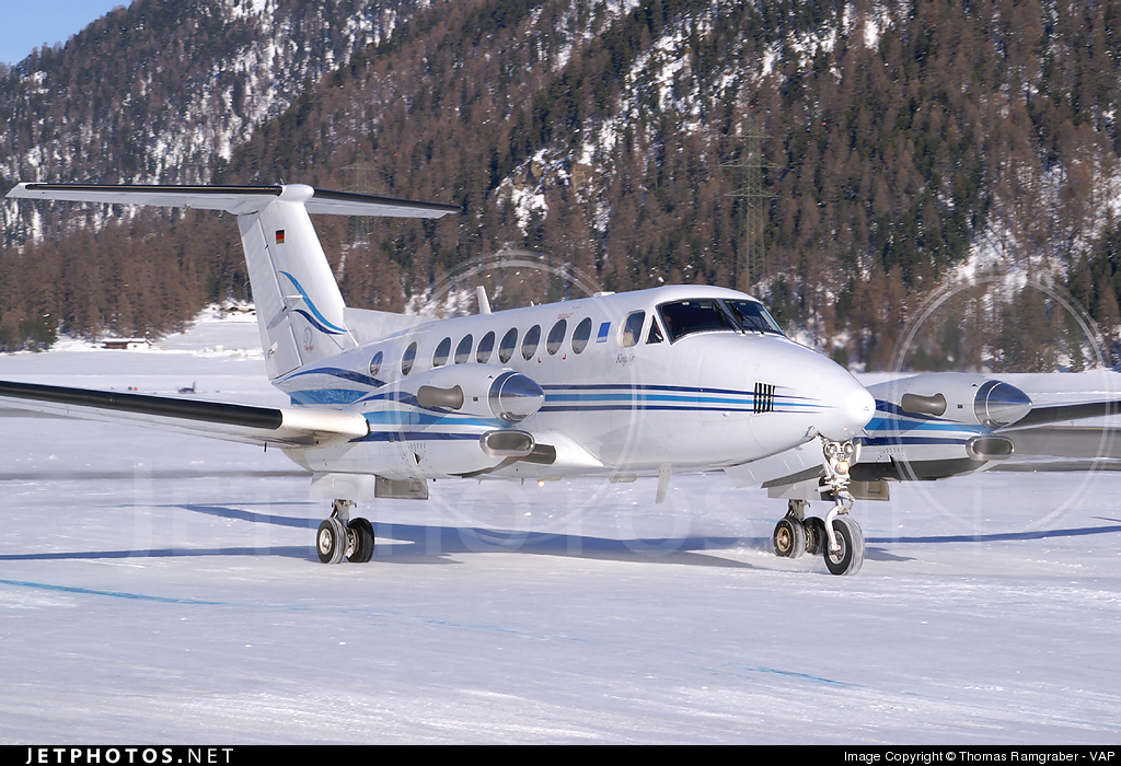 D-CWKM - Beechcraft B300 King Air 350 - Private