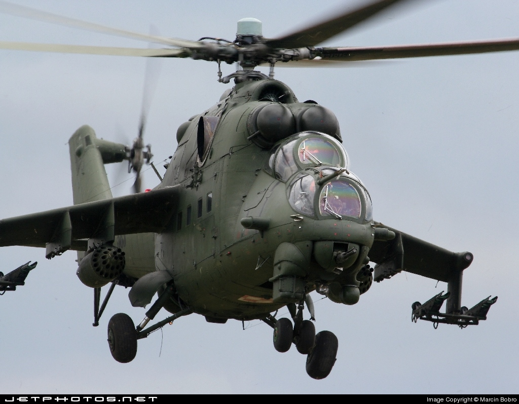 585 - Mil Mi-24D Hind D - Poland - Air Force