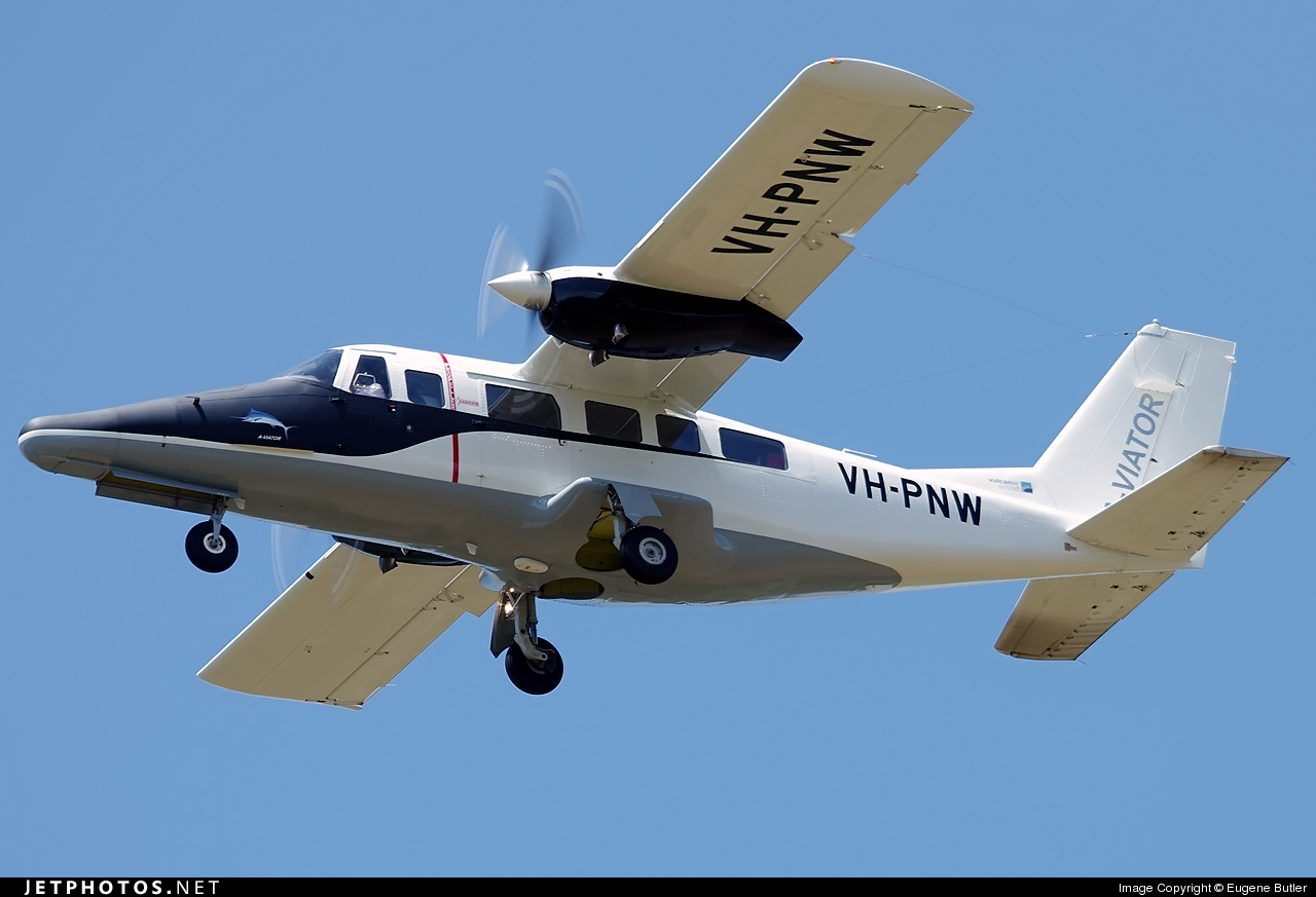 VH-PNW - Partenavia AP.68TP-600 Viator - Private