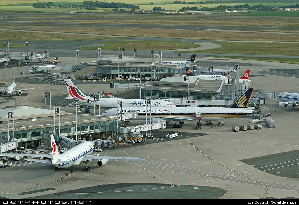 LFPG - Airport - Terminal
