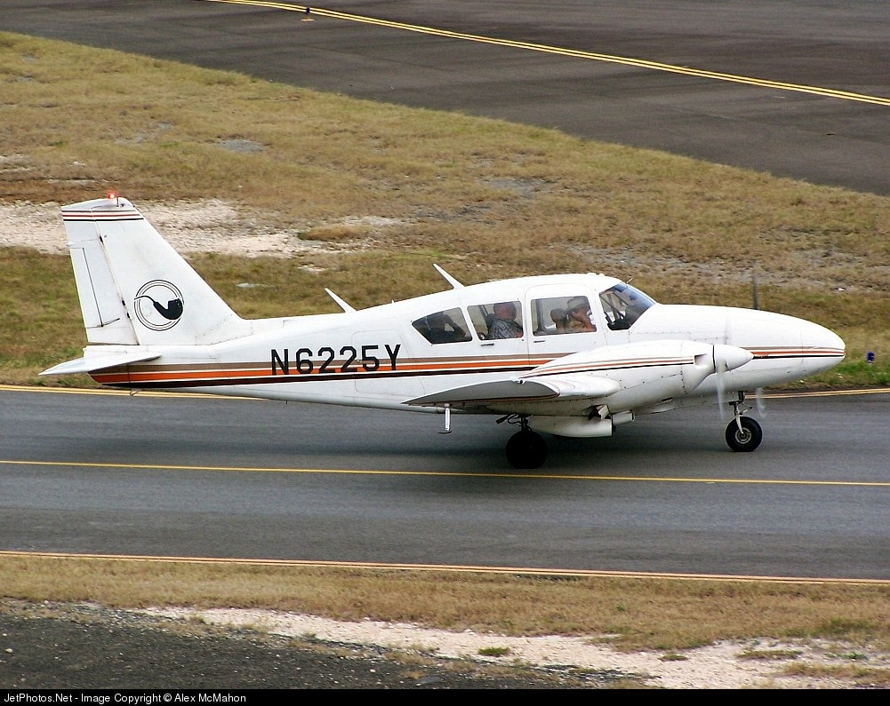 N6225Y - Piper PA-23-250 Aztec C - Private