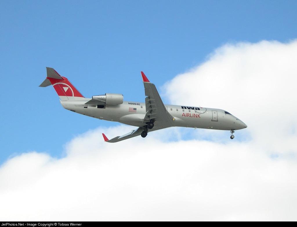N8884E - Bombardier CRJ-440 - Northwest Airlink (Pinnacle Airlines)