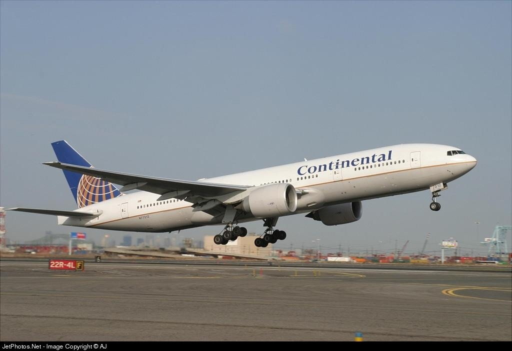 N77012 - Boeing 777-224(ER) - Continental Airlines