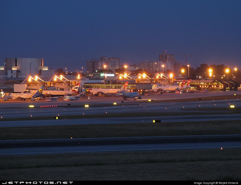 LPPT - Airport - Terminal