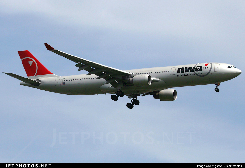 N811NW - Airbus A330-323 - Northwest Airlines