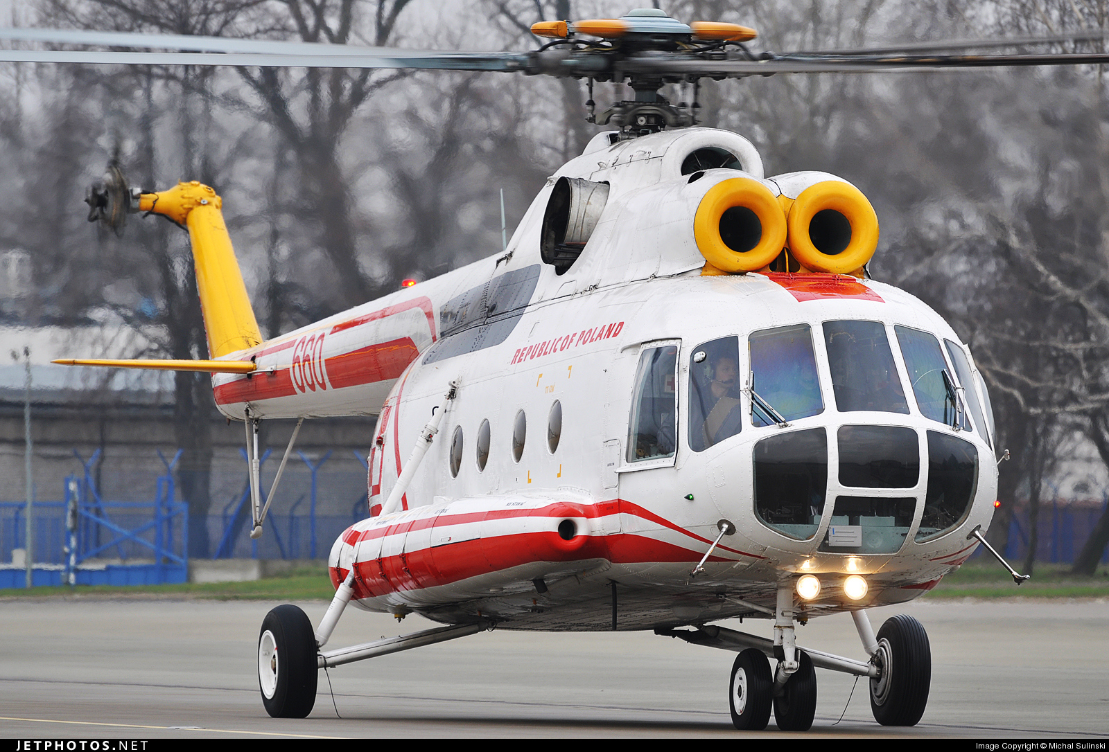 660 - Mil Mi-8T Hip - Poland - Air Force
