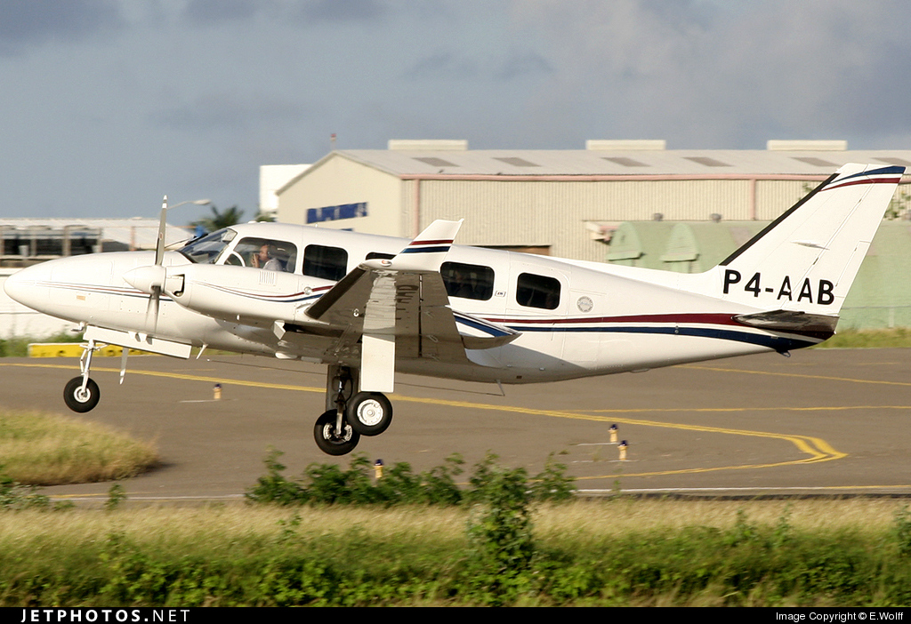 P4-AAB - Piper PA-31-350 Navajo Chieftain - Aruba Airlines