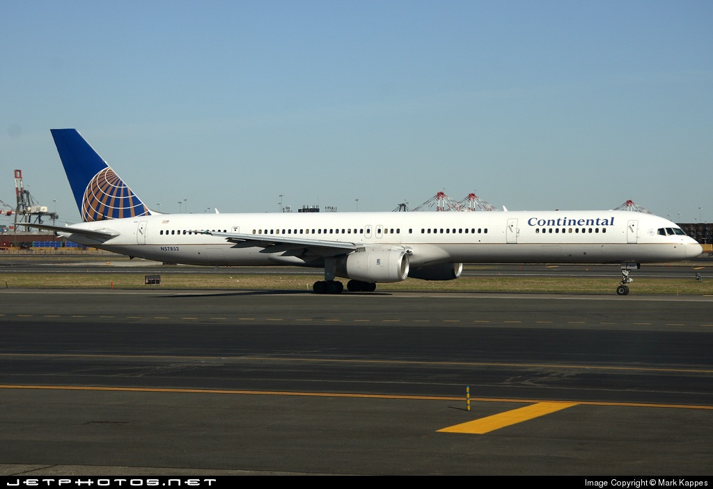 N57852 - Boeing 757-324 - Continental Airlines