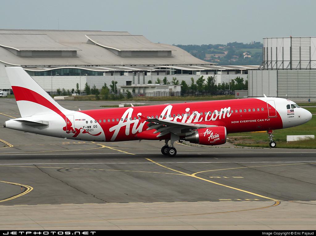 F-WWDS - Airbus A320-216 - AirAsia