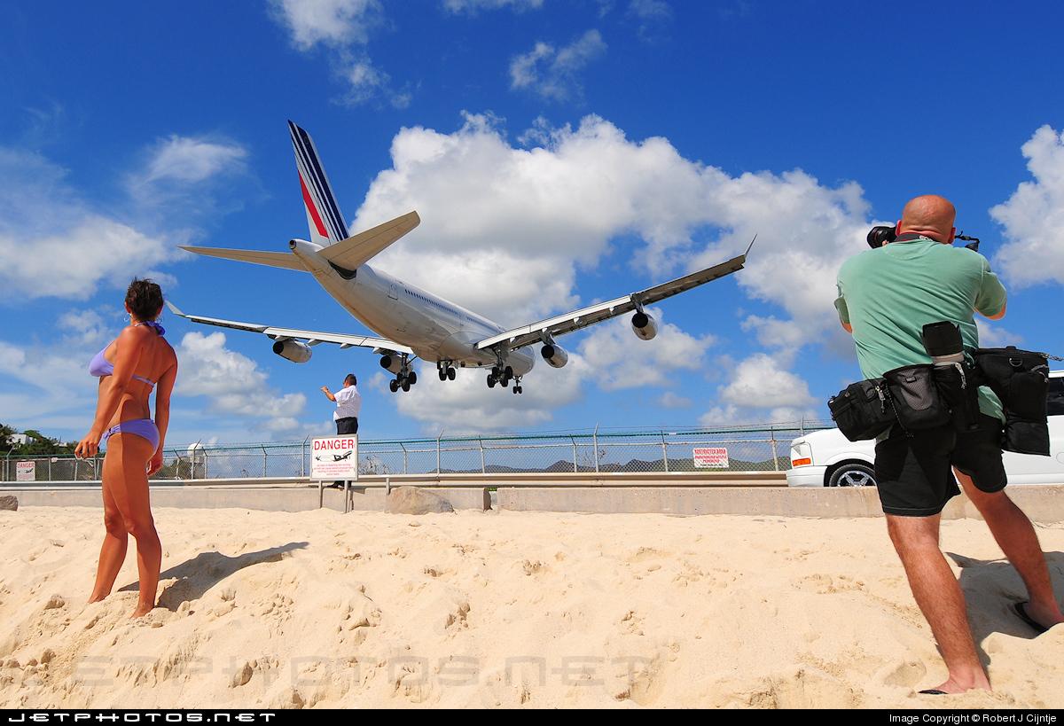 TNCM - Airport - Spotting Location