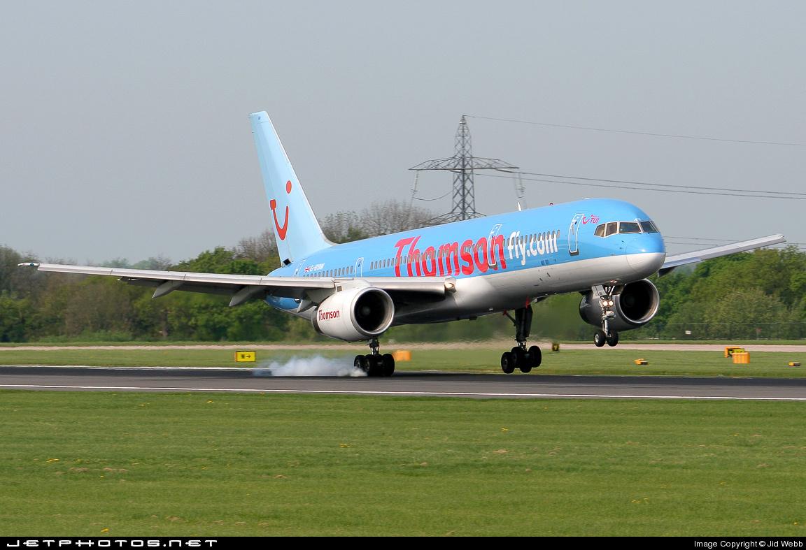 G-BYAW - Boeing 757-204 - Thomsonfly